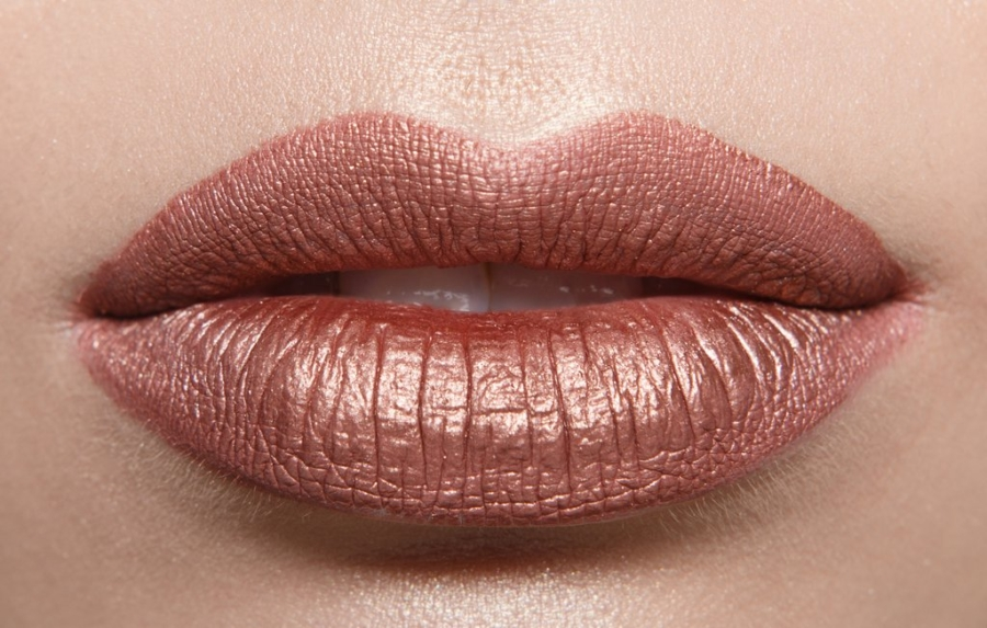 Metallic Lips -Top 5 Coachella Beauty and Hair Trends To Try // NotJessFashion.com