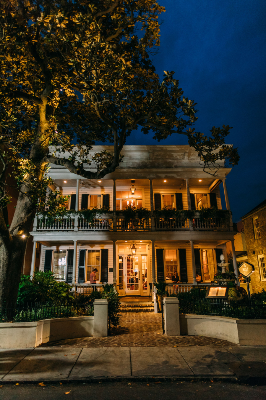 Charleston Homes at Night - Travel Guide: 36 hours in Charleston, SC // NotJessFashion.com