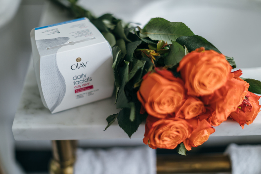 Olay Daily Facials Daily 4-in-1 Cleansing Cloth - How To Remove Your Makeup The Right Way // NotJessFashion.com