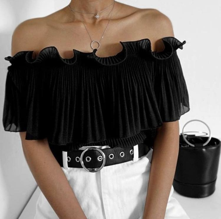 Pleated Tops - 5 Pleated Pieces that Compliment Your Wardrobe // NotJessFashion.com