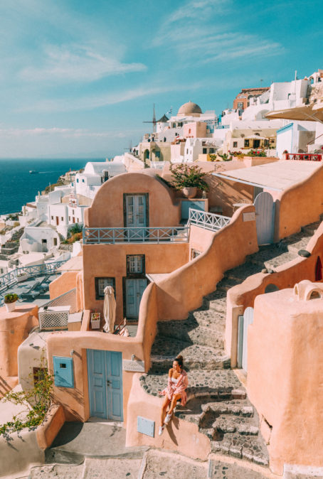 INSTAGRAM OUTFITS ROUND UP: MOST INSTAGRAMMABLE SPOTS IN SANTORINI AND MYKONOS