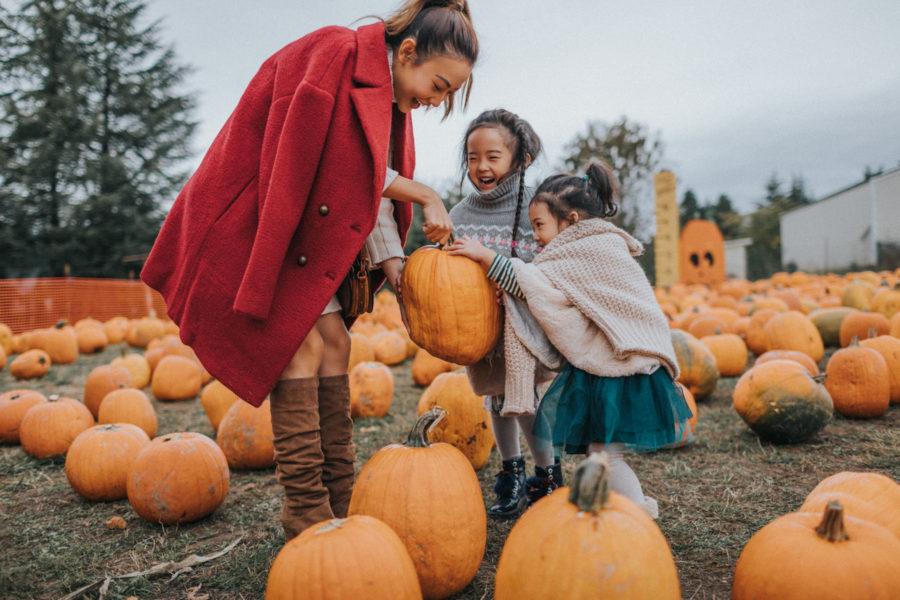 pumpkin patch with kids, pumpkin patch photos, pumpkin patch family shoot, fall activities // Notjessfashion.com