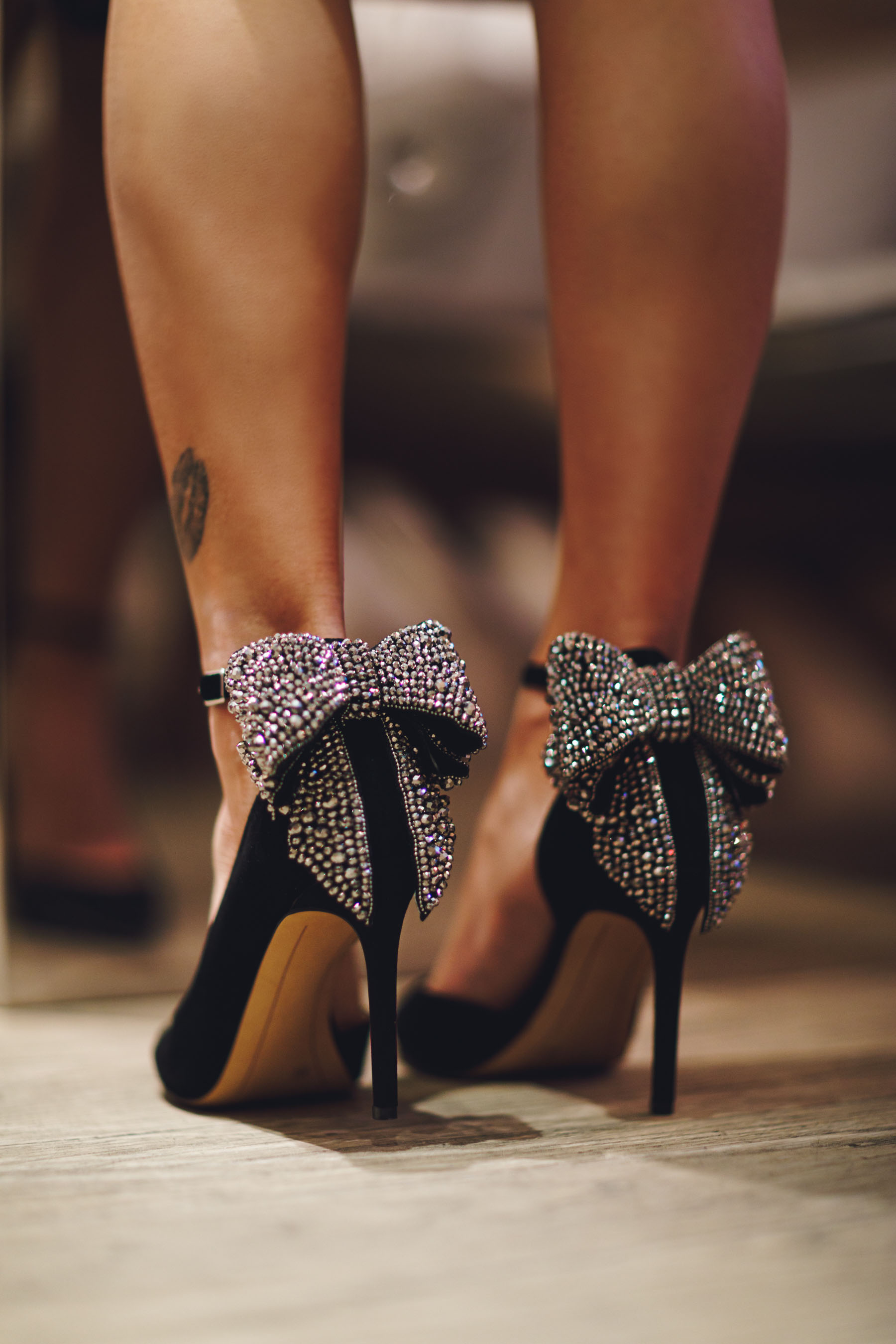 Pumps with Shiny Bow Detail // Notjessfashion