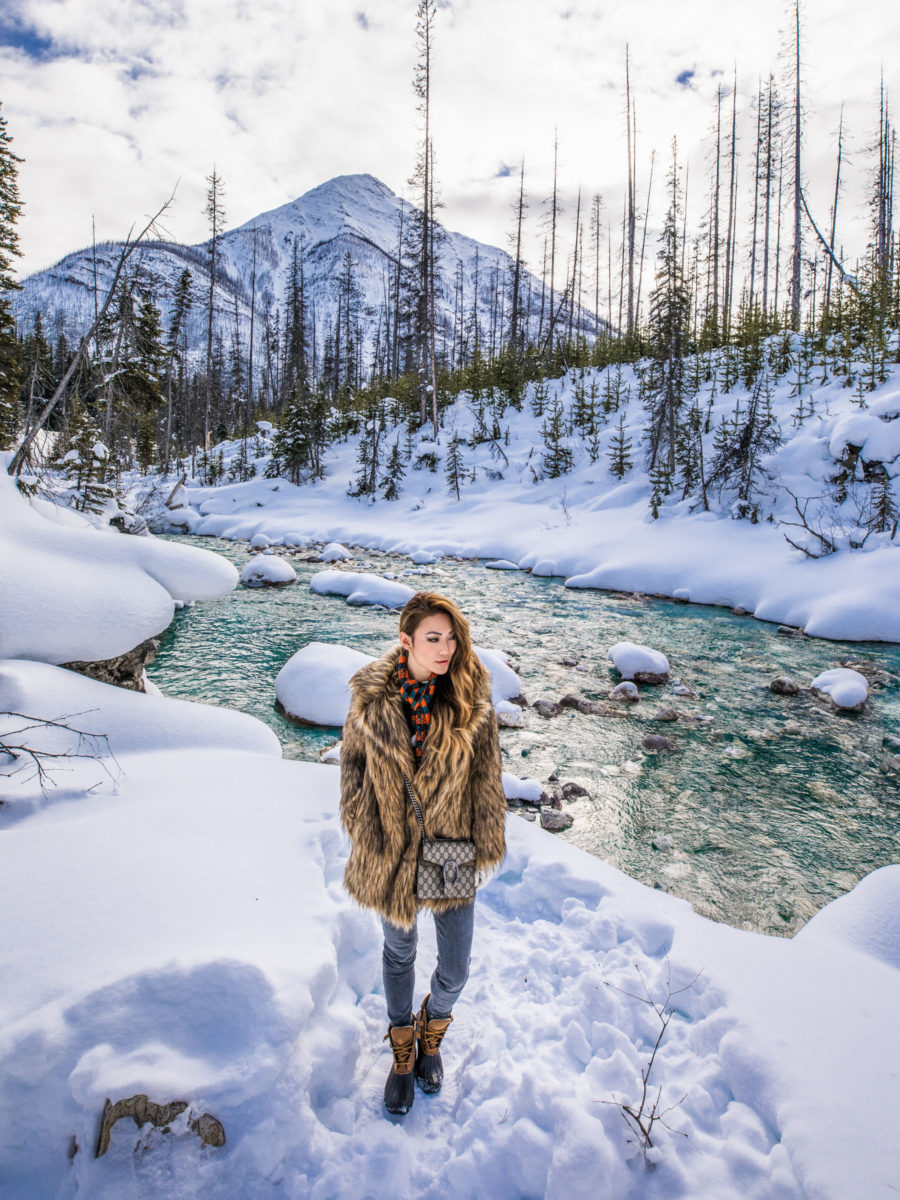 Packing list for a winter getaway, winter travel outfit, winter in banff canada // Notjessfashion.com