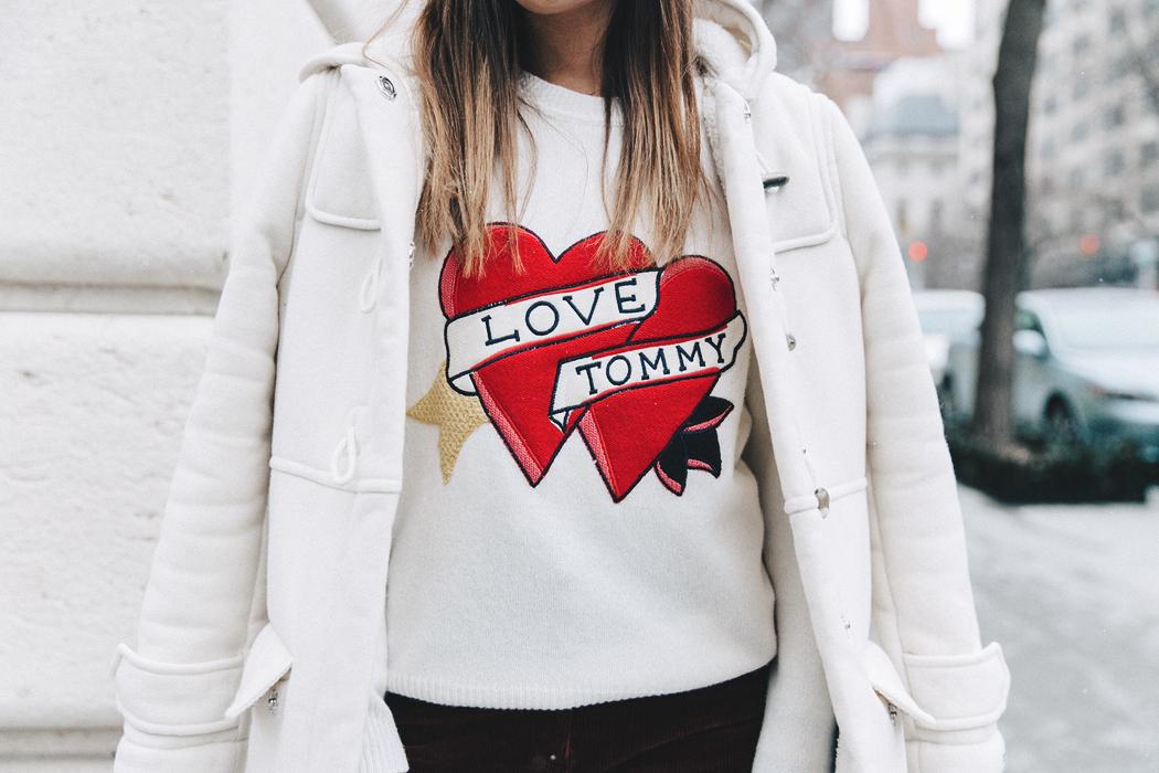 Rock the logomania trend - logo sweatshirt // Notjessfashion.com