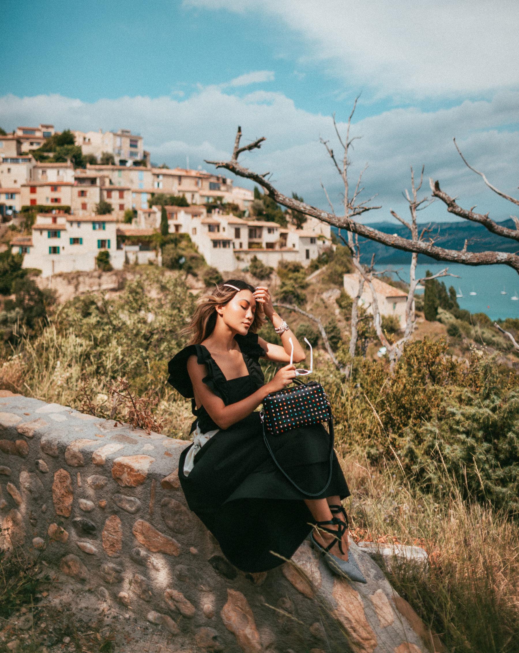 Sainte Croix du Verdon Provence, Instagram Provence, how to wear a barrette, barrette hairdo // Notjessfashion.com