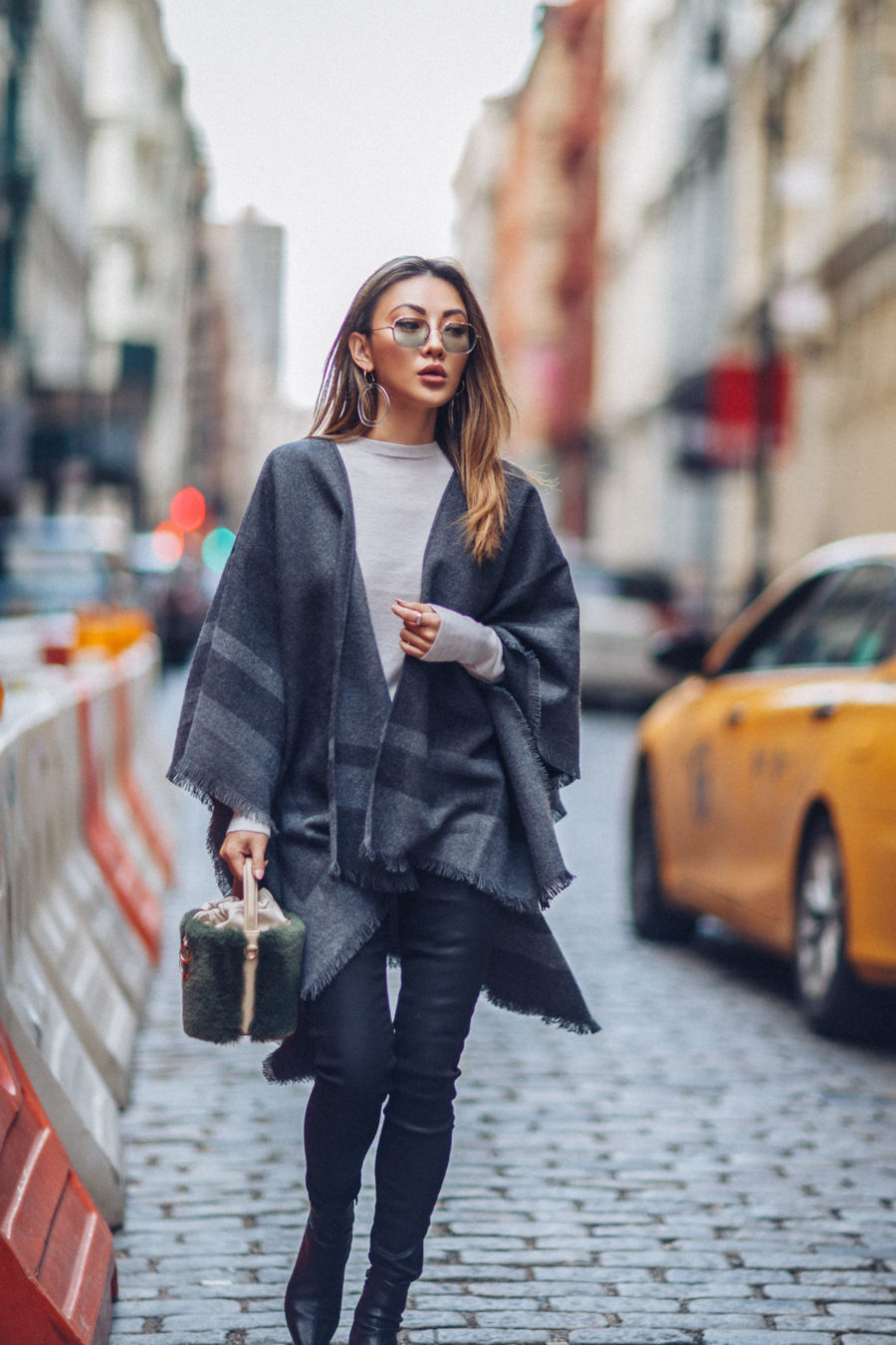 What to Wear to NYC in the Fall - Reiss Jumper, Reiss Poncho, Classic Fall Trends // Notjessfashion.com