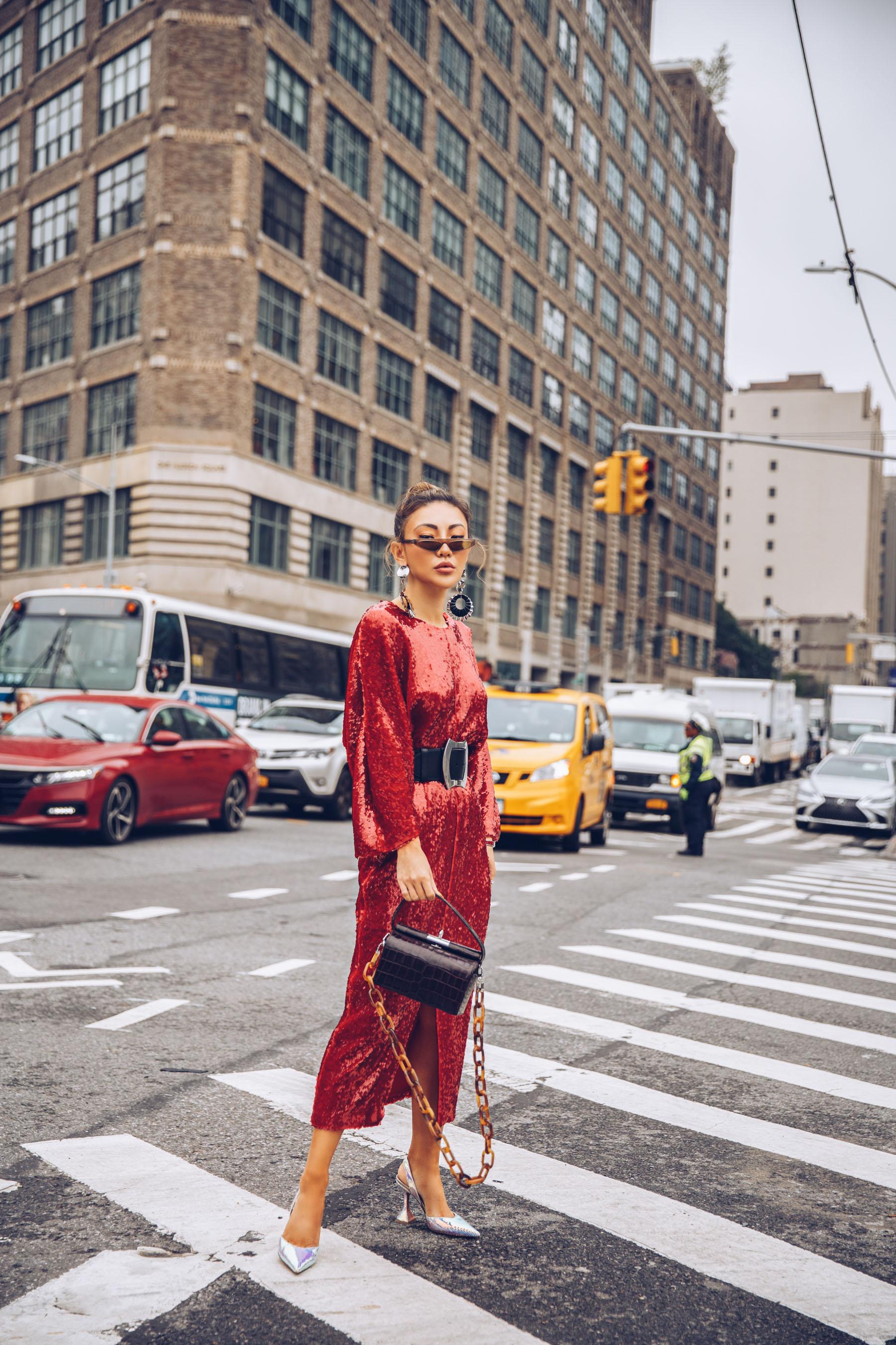 NYFW SS19 Recap, NYFW SS19 Street Style, holographic trend, metallic trend // Notjessfashion.com