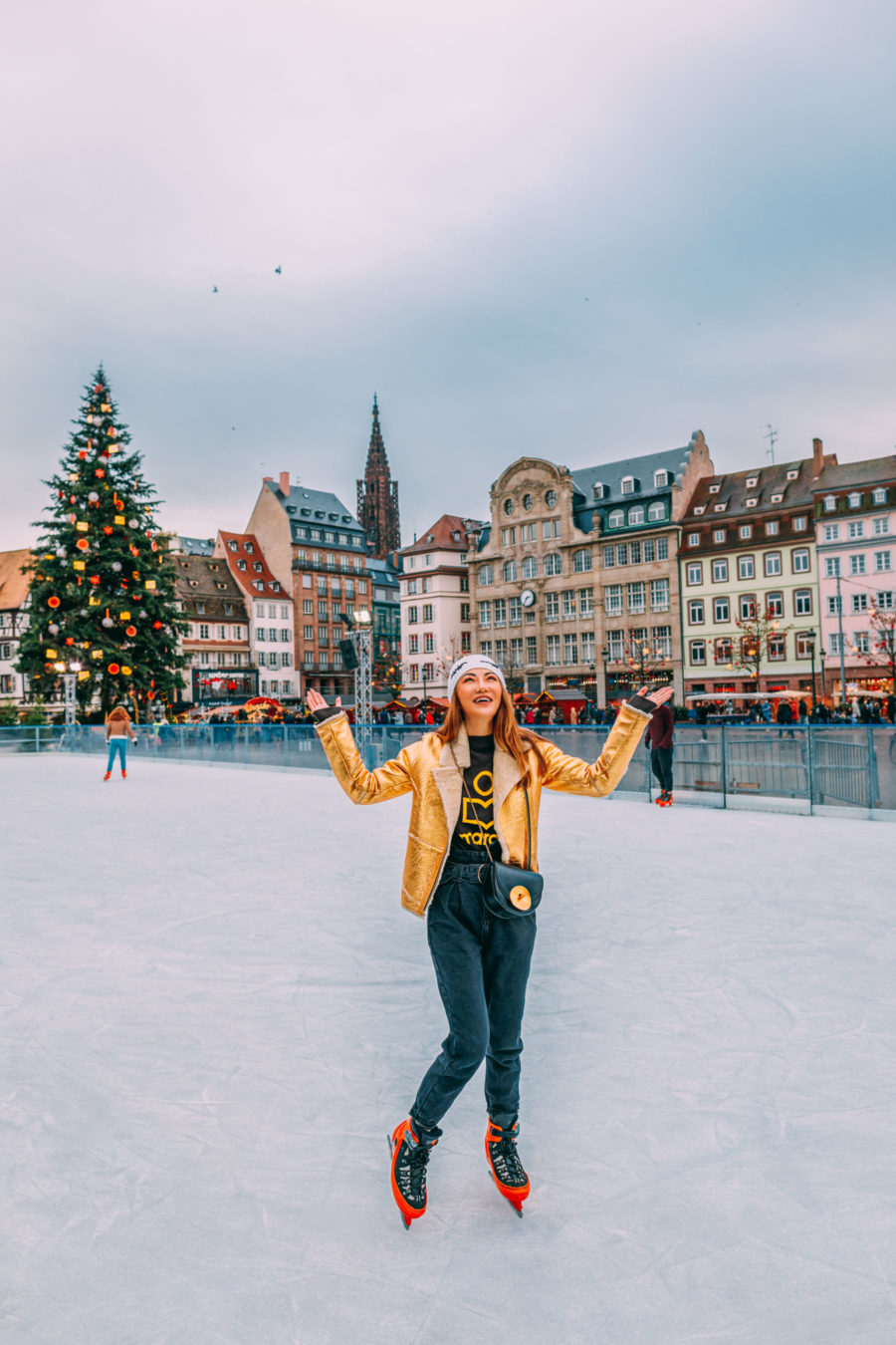 ice skating in strasbourg, christmas in colmar, strasbourg, colmar to strasbourg, costrasbourg christmas guide, travel guide to strasbourg // Notjessfashion.com