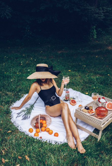 THE FASHION GIRL'S GUIDE TO SUMMER ENTERTAINING