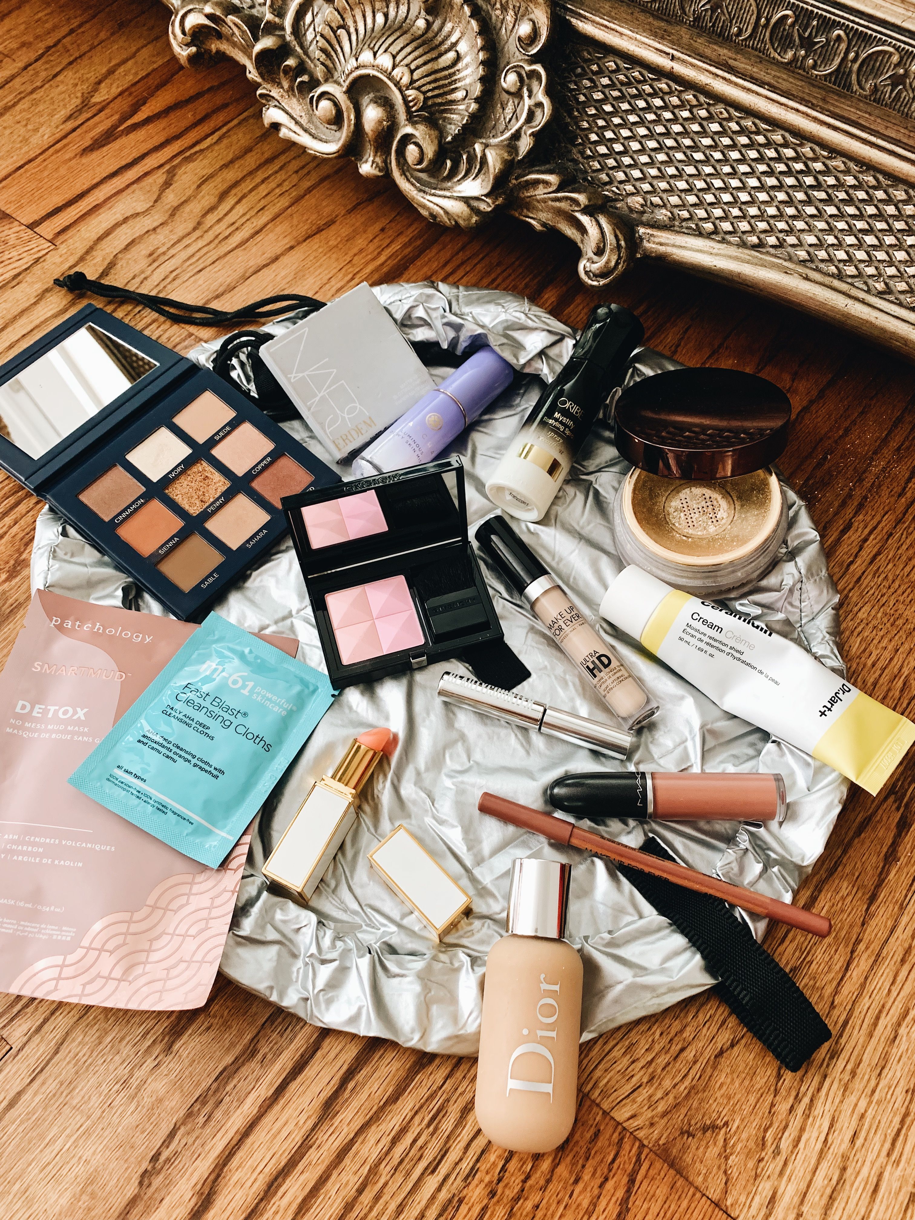 what's in my makeup bag, jessica wang makeup, beauty blogger, blogger makeup routine // Notjessfashion.com
